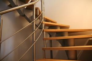 Metāldarbnīca 3.-Metāla-kāpnes-300x200 moduļu kāpnes