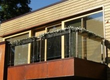 Metāldarbnīca Stikla-Margas-220x161 Metāla - stikla balkona margas
