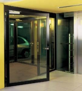 Metāldarbnīca Durvis-270x300 Stiklotas durvis, starpsienas un logi