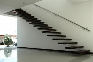 Dizaina kāpnes konsoļveida