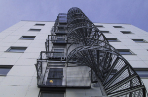 Evakuācijas vītņu metāla kāpnes industriāliem objektiem