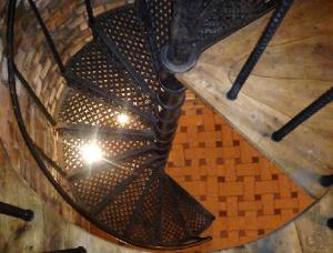 liektas vītņveida čuguna kāpnes